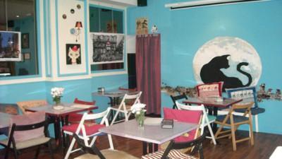 Mercadillo solidario en el Café bar La Luna
